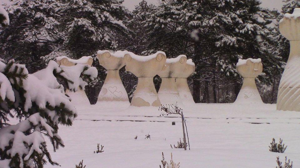sneg-mogila-01